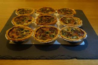 Mini pies with ham, spinach and mozzarella cheese