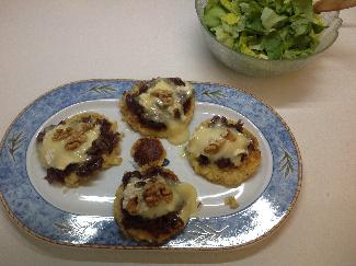 Corn patties with candied onions
